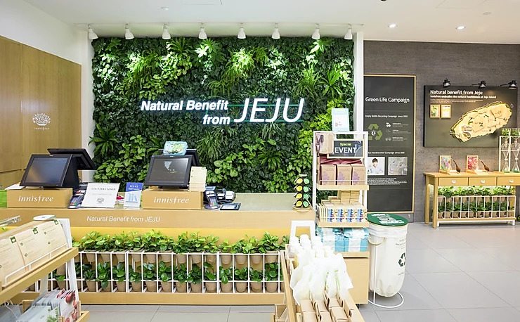 Green-wall-innisfree-jem-singapore